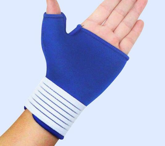 Half finger hands Protective sports gloves for bike or weightlifting